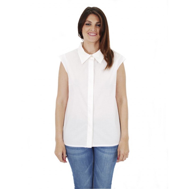 e8982e9d5a4e5 Camisa blanca Lita estilo oversize sin mangas con botones de nácar.