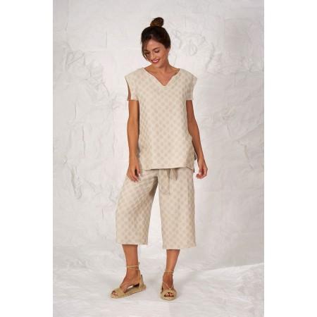 Conjunto formado por la blusa sin mangas Peeters y el pantalón pirata Orsola, los dos de estampado lunar de lino y algodón.