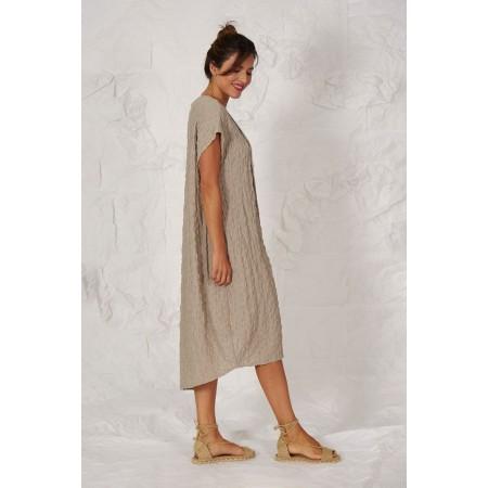 Lateral del vestit Popova beix de màniga curta i llarg asimètric.