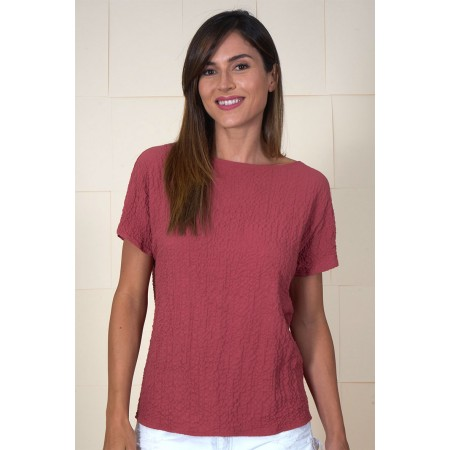 Dropped sleeves garnet shirt with a gathered strip on the back.