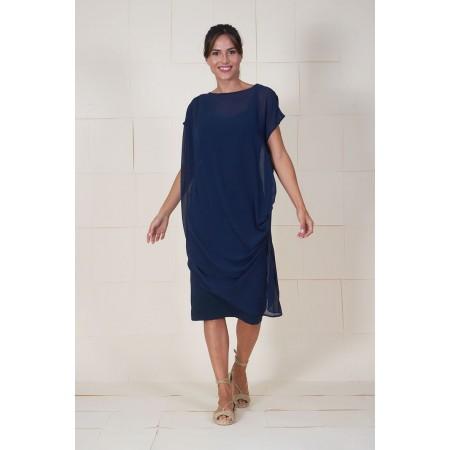 Vestido azul drapeado en hombro y lateral con bandeau interior.