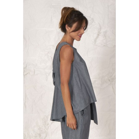Blue striped 100% striped sleeveless blouse with a back lace