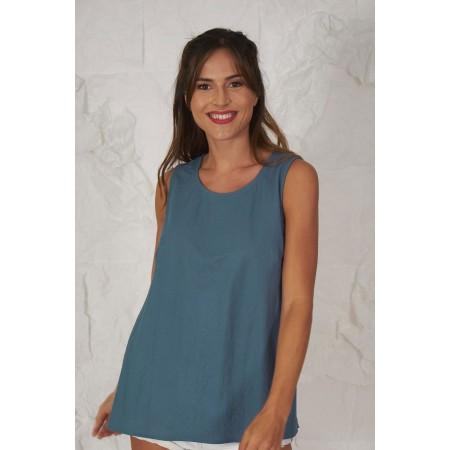 Blue knit sleeveless blouse.