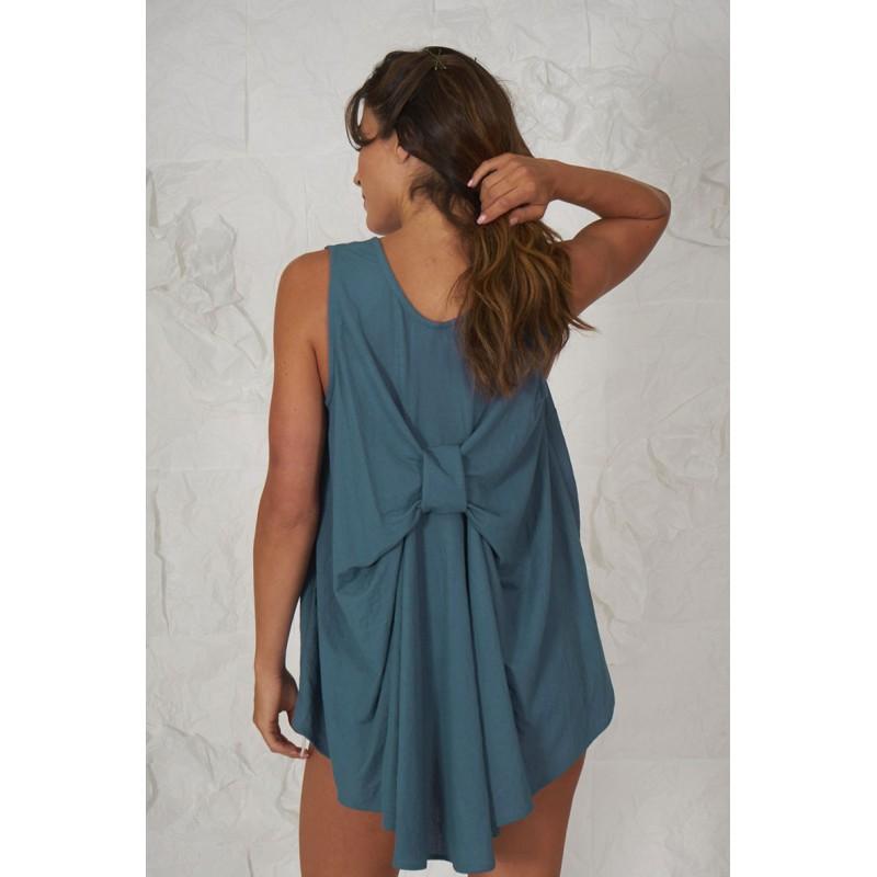 Blusa azul sin mangas 100% algodón con espalda en forma de lazo.