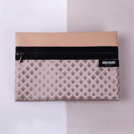 Neceser rectangular en tonos de biege metalizados