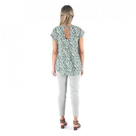 Blusa 100% viscosa estampada zebra verde con espalda en pico y pantalón a rayas verdes bengaline dona Kolors