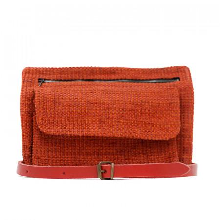 Riñonera de tapicería con cinta de cuero roja