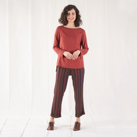 Conjunto de blusa de viscosa teja y pantalón de rayas
