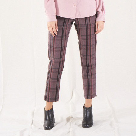 Pantalón pitillo a rayas rosas y grises