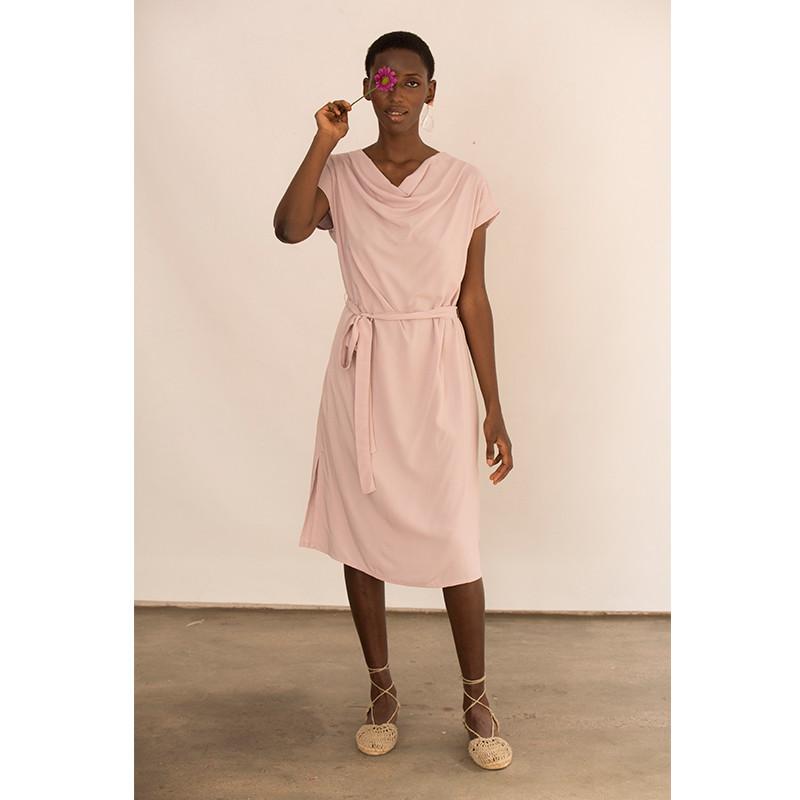 Vestit rosa de viscosa nuat a la cintura amb màniga caiguda
