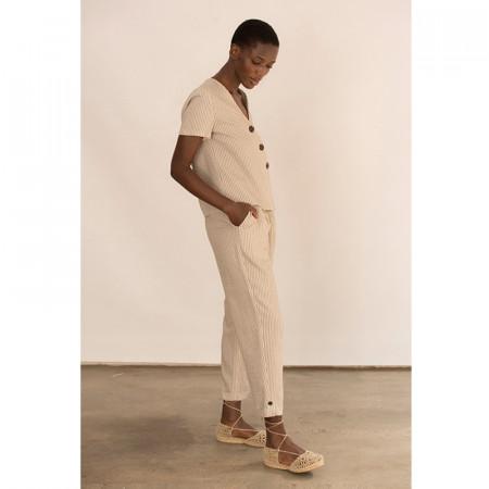Conjunto de blusa y pantalón corsario a rayas beige de lino y viscosa Dona Kolors