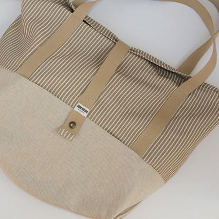 Bolsa de playa de lino a rayas con bolsillos exteriores