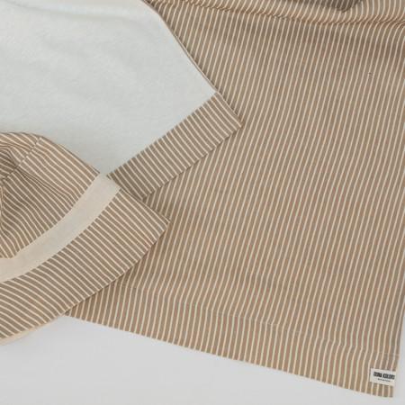 conjunto de toalla de playa certificada GOTS y gorro de playa