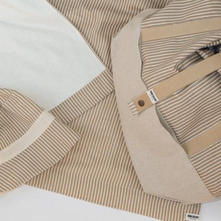 Conjunto de bolsa de playa, toalla de playa certtificada GOTS y gorro de playa
